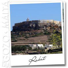 """Rabat era el arrabal, los """"suburbios"""" de la ciudad de Mdina donde estaba el corazón palpitante de la ciudad. En la isla de Gozo, Malta."""