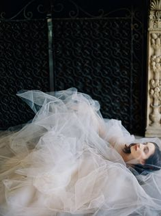 Iris: Sareh Nouri – New York Spring 2017 Bridal Collection. www.theweddingnotebook.com