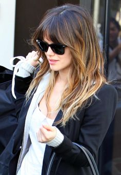 I'm obsessed with Rachel Bilson's hair here. This is the picture I took when getting new bangs, did not come out like this AT ALL :/