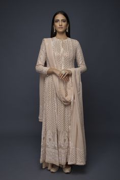 Anjul Bhandari- Aila Anarkali Suit Pakistani Couture is similar to this Ethnic Outfits, Indian Outfits, Indian Attire, Indian Wear, Indian Designer Suits, Pakistani Outfits, Pakistani Couture, Party Wear Dresses, Bollywood Fashion