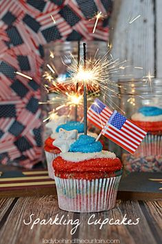 If your kid's love having a cherry or blueberry frozen treat then they are going to love these Sparkling Cupcakes! These fun Memorial Day cupcakes are mad Best Dessert Recipes, Cupcake Recipes, Fun Desserts, Holiday Recipes, Holiday Ideas, 4th Of July Party, Patriotic Party, Fourth Of July, Fun Cupcakes