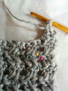 簡単!かぎ針模様編みスヌードの編み方|Crochet and Me かぎ針編みの編み図と編み方 Cowl, Sewing Projects, Crochet Necklace, Knitting, Pattern, Crochet Collar, Tricot, Patterns, Cowls