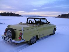 A reminder that in Sweden they just keep dreaming of summer. Sweet saab convertible made for a Saab 95 Fiat 500, Saab Convertible, Vintage Cars, Antique Cars, Saab Turbo, Automobile, Saab 900, Gilles Villeneuve, Cool Vans