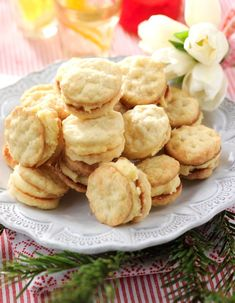Good, airy biscuits also known as Parisians. Baking Recipes, Cookie Recipes, Snack Recipes, Dessert Recipes, Snacks, Food Porn, Scandinavian Food, Bagan, Food Cakes