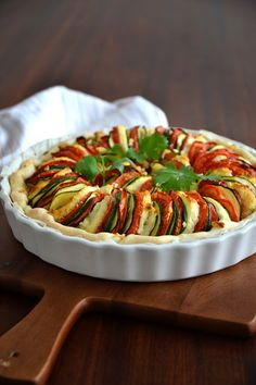 have been doing this vegetable pie for almost 10 years. Sauteed Zucchini Recipes, Veggie Recipes, Healthy Dinner Recipes, Vegetarian Recipes, Cooking Recipes, Vegetable Pie, Vegetable Dishes, Food Porn, Good Food