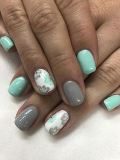 The advantage of the gel is that it allows you to enjoy your French manicure for a long time. There are four different ways to make a French manicure on gel nails. Flower Nail Designs, Nail Designs Spring, Gel Nail Designs, Nails Design, Fingernail Designs, Spring Nails, Summer Nails, Mint Nails, Grey Gel Nails
