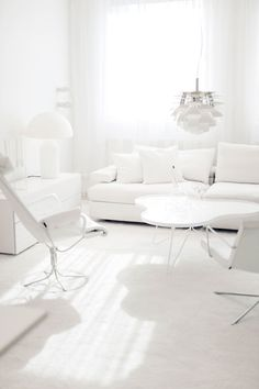 Check Out 31 Beautiful Shades Of White Living Room Designs.Are you obsessed with white like I do? Doesn't this color seem perfect and elegant to you? Black And White Interior, White Interior Design, Contemporary Interior, White Rooms, All White Room, Beautiful Living Rooms, Beautiful Life, White Space, Shades Of White