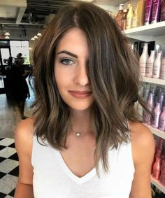 16 Of The Distinguishable Medium Bright Hairstyles for Women To Light You Up Brown Hair Balayage, Brown Hair With Highlights, Brown Hair Colors, Short Hair With Balayage, Ombre Hair, Medium Hair Styles, Curly Hair Styles, Natural Hair Styles, Bob Hairstyles