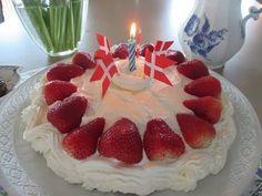 ▶ How to Make A Danish Birthday Cake - Dansk Fødselsdagskage - Karen Grete Sings Danish Birthday Song - YouTube