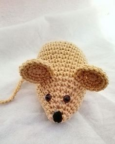 This patten includes instructions how to chrochet a little mouse and material you will need.