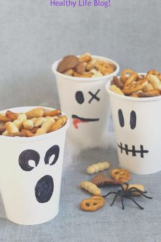 Healthy Halloween treats-- fun food for Halloween or classroom parties - Ghost party cups/snack cups. HE Healthy Halloween treats-- fun food for Halloween or classroom parties - Ghost party cups/snack cups. HEALTHY HALLOWEEN TREATS and SNACKS. Comida De Halloween Ideas, Halloween Snacks For Kids, Halloween Treats For Kids, Halloween Desserts, Holiday Treats, Halloween Party Snacks, Halloween Birthday Food, Halloween Food Ideas For Kids, Kids Party Treats
