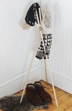 For all the hat lovers, here's the list of DIY homemade hat rack ideas to keep them organized. Next time you are in a hurry, you'll know where your hat is!