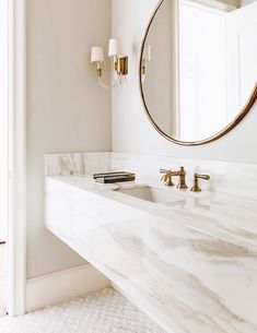 White and gold bathroom with marble floating vanity. Chic bathroom boasts a grey and white marble floating vanity sink, suspended over a marble mosaic . Modern Luxury Bathroom, Bathroom Design Luxury, Beautiful Bathrooms, Minimal Bathroom, Modern Marble Bathroom, Bath Design, Marble Bedroom, Beautiful Kitchen, Tile Design