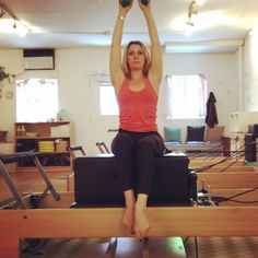 You will feel this in your hip flexors. There is no way to avoid that. If the strap on your thigh is a bit too intense, just take it off and go Just be sure to reward yourself with a big old quad stretch after and it will all be fine✨✨✌❤️ Pilates Moves, Pilates Body, Pilates Training, Pilates Reformer, Pilates Workout, Workouts, Hip Flexor Pain, Hip Flexors, Weight Loose Tips