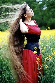 Girls with Longest Hair In the World. It may seem unbelievable or even impossible to some, peculiarly the girls with short hair, like myself - who do not simply fancy long hair, let alone Rapunzel sort of long hair. Face Shape Hairstyles, Pretty Hairstyles, Beautiful Long Hair, Gorgeous Hair, Rapunzel Hair, Really Long Hair, Natural Hair Styles, Long Hair Styles, Long Brown Hair