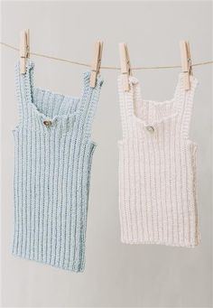 Betty knitted many baby singlets for charity. Free Baby Patterns, Baby Knitting Patterns, Crochet Patterns, Baby Boy Knitting, Knitting For Kids, Crochet Baby, Knit Crochet, Baby Barn, Baby Vest