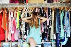 """Tất nhiên để mỗi ngày mặc được một bộ đồ khác nhau là điều không đơn giản vì nó sẽ khiến chúng ta tốn nhiều kinh phí và hơn nữa đó là một sự lãng phí không cần thiết. Chúng ta có thể chọn cách kết hợp đồ khác nhau để có thể biến tấu cái cũ thành một cái mới. Làm được như vậy thì bạn sẽ thật thu hút và là trung tâm của mọi ánh nhìn, được mọi người ngưỡng mộ và trở thành một """"fashionstar"""" chính hiệu đấy. Và một bí quyết nữa để mua sắm thả ga đó chính là chọn Bất ngờ với quần áo giá sỉ VNXK tại…"""
