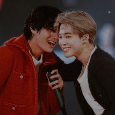 "𝐊𝐈𝐌 𝐓𝐀𝐄𝐇𝐘𝐔𝐍𝐆 — ""you are my soulmate"" - vmin, friends. Vlive Bts, Bts Vmin, Bts Taehyung, Taekook, Kpop, Bts Ships, Foto Jimin, Bts Korea, Bts Group"