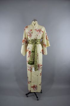 1980s Vintage Silk Kimono Robe in Pale Yellow Floral Print