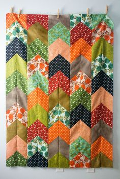"Fantastic ""Arrow Tail"" quilt top by Laurel Krynock. Tutorial at link!"