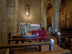 matrimonio: interno chiesa della Pieva in bianco e viola