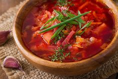 How to make the best Ukrainian vegetarian borscht (stove or slow cooker). Ingredients for meatless borscht, calories in ready-to-eat vegetarian dish. Borscht Soup, Ayurvedic Diet, Ayurvedic Recipes, Ayurveda, Dill Recipes, Soup Recipes, Red Soup Recipe
