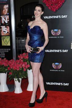 """Anne Hathaway Photos Photos - World Premiere of """"Valentine's Day"""".Grauman's Chinese Theatre, Hollywood, CA.February 8, 2010. - """"Valentine's Day"""" World Premiere"""