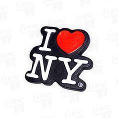 Schlicht, simpel und zeitlos. Das offizielle und weltbekannte I LOVE NY Logo in 3D-Optik auf schwarzem Hintergrund als Magnet für alle magnetische Flächen geeignet. Auch bestens geeignet als Geschenk oder für den heimischen Kühlschrank zum Anbringen von Notizen. Original I LOVE NY® Lizenzprodukt.