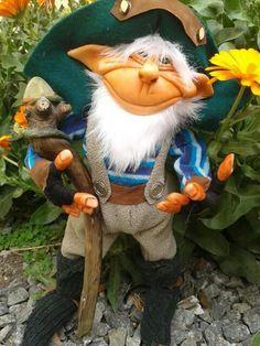 Duende protector. Glue Crafts, Diy Crafts, Polymer Clay Dolls, Wizards, Troll, Fairies, Garden Sculpture, Miniatures, Handmade