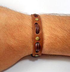 pulseira-masculina-em-couro-moda-para-homens.jpg 680×699 pixels
