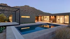 Modern Desert Homes by Erika Heet from Levin Residence. Browse inspirational photos of modern homes. Design Exterior, Modern Exterior, Patio Design, Architecture Résidentielle, Contemporary Architecture, Moderne Pools, House Viewing, Desert Homes, Modern House Design