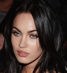 Megan Fox Face, Megan Fox Makeup, Megan Fox Eyebrows, Make Up Looks, Blue Eyes Make Up, Pink Eyes, Eyebrow Makeup, Hair Makeup, Makeup Eyebrows