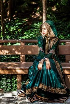 Pakistani Bride - No idea about the designer but this girl looks so beautiful Muslim Wedding Dresses, Muslim Brides, Pakistani Bridal Dresses, Pakistani Outfits, Bridal Lehenga, Indian Dresses, Indian Outfits, Wedding Hijab Styles, Muslim Couples