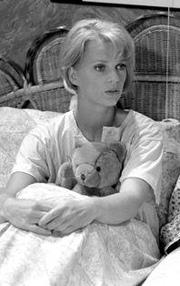 Mary-Lou van Stenis is een Nederlands actrice, geboren in Vlaardingen. Ze volgde het VWO aan het Groen van Prinsterer College. Mary-Lou is vooral bekend door haar rol als Ellen Veenstra-van den Berg in Vrienden voor het leven. Ze is eveneens bekend door haar rol als Patty Starrenburg in Spijkerhoek en als Tanya Dupont, de vriendin van Jef Alberts, in Goede tijden, slechte tijden. In 2014 speelde Van Steenis de rol van gynaecologe Edith van Zuylen in de dramaserie Dokter Tinus.