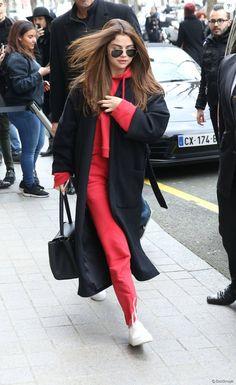 Selena Gomez arrive à son hôtel à Paris le 8 mars 2016 © Cyril Moreau / Bestimage