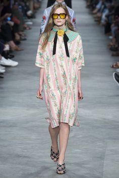Le défilé masculin/féminin de Gucci homme printemps-été 2016 à Milan | Vogue