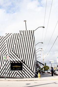 Places to Visit in Miami // Wynwood Walls - amazing painted walls everywhere!