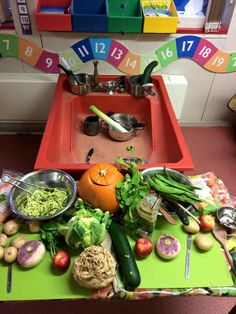 Tuff tray, sand tray, mud kitchen, what the ladybird heard activities, heal Healthy And Unhealthy Food, Healthy Sides, Keeping Healthy, Healthy Mind, Healthy Smoothies, Healthy Snacks, Healthy Eating, Healthy Recipe Videos, Healthy Chicken Recipes