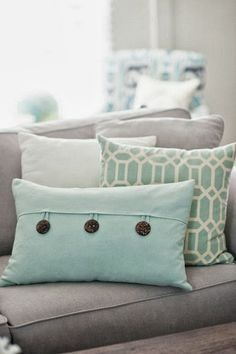 10 TIPS that help you decorate with PILLOWS #HappybyDesign #sponsored