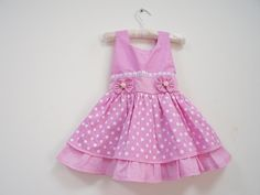Vestido poá rosa vestidos bebé детская мода, ремесла e детские. Cotton Frocks For Kids, Kids Frocks, Frocks For Girls, Toddler Girl Style, Toddler Dress, Toddler Outfits, Kids Outfits, Stylish Dresses For Girls, Little Girl Dresses