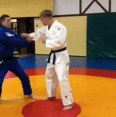 let's play judo — Masahiko Kimura sumi/hikikomi gaeshi to gyaku ude. Martial Arts Moves, Self Defense Martial Arts, Martial Arts Styles, Martial Arts Techniques, Martial Arts Workout, Martial Arts Training, Boxing Workout, Judo Moves, Ronda Rousey Mma