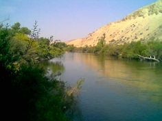 Bakersfield, CA : Kern River East of Lake Ming North East Bakersfield, Ca. June 3, 2007 A great Tubing river