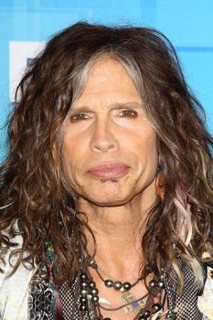 Who says pearls are only for women? Steven Tyler wearing a #Tahitian pearl necklace