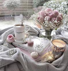 Coffee And Books, I Love Coffee, Coffee Art, Cozy Aesthetic, Pink Aesthetic, Aesthetic Makeup, Good Morning Coffee, Coffee Break, Coffee Photography
