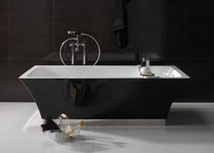 Vasca moderna con richiami vintage - Vasca in stile vintage per arredare il bagno con gusto.