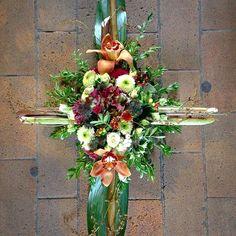 Fall Floral Arrangements, Christmas Planters, Succulent Wreath, Centerpieces, Table Decorations, Fall Table, Kors, Ikebana, Floral Wreath