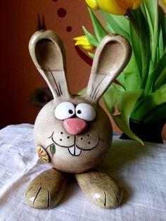 """Osterhase """"die dicke Frieda"""" Größe M Pottery Animals, Ceramic Animals, Clay Animals, Clay Projects, Clay Crafts, Diy And Crafts, Arts And Crafts, Simple Crafts, Felt Crafts"""
