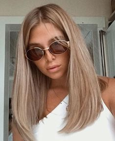 Beige blonde long straight hair no fringes -You can find Fringes and more on our website. Beige blonde long straight hair no fringes - Brown Blonde Hair, Blonde Wig, Sandy Blonde Hair, Blonde Straight Hair, Medium Length Hair Blonde, Thin Hair, Shoulder Length Hair Blonde, One Length Hair, Neutral Blonde Hair