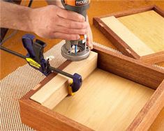 Create The Perfect Hinge On Small Boxes Whether you are building a jewelry box or cabinet, hinges can be tricky. Learn how to perfectly align, space, and install them properly. Woodworking Bench Plans, Woodworking Workshop, Woodworking Projects, Woodworking Machinery, Wooden Hinges, Box Hinges, Small Wood Box, Small Boxes, Mortise Jig