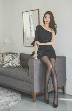 Jung Yun wearing a black dress Pretty Asian, Beautiful Asian Women, Beautiful Legs, Asian Fashion, Girl Fashion, In Pantyhose, Nylons, Korean Model, Sexy Asian Girls